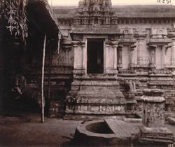 View of part of the mahamandapa of the Sarangapani Temple, Kumbakonum